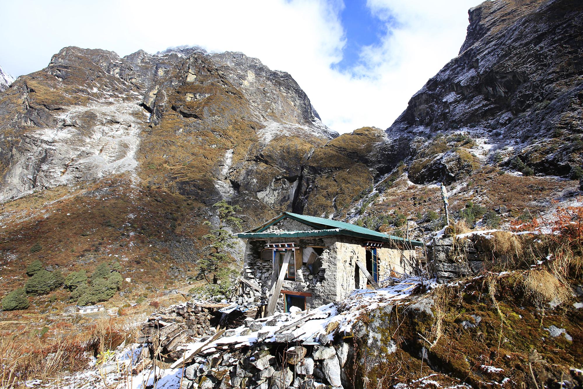 Reportage | Losan Piatti - Fotografo Italia_Nepal 2015_Terremoto Casa Distrutta