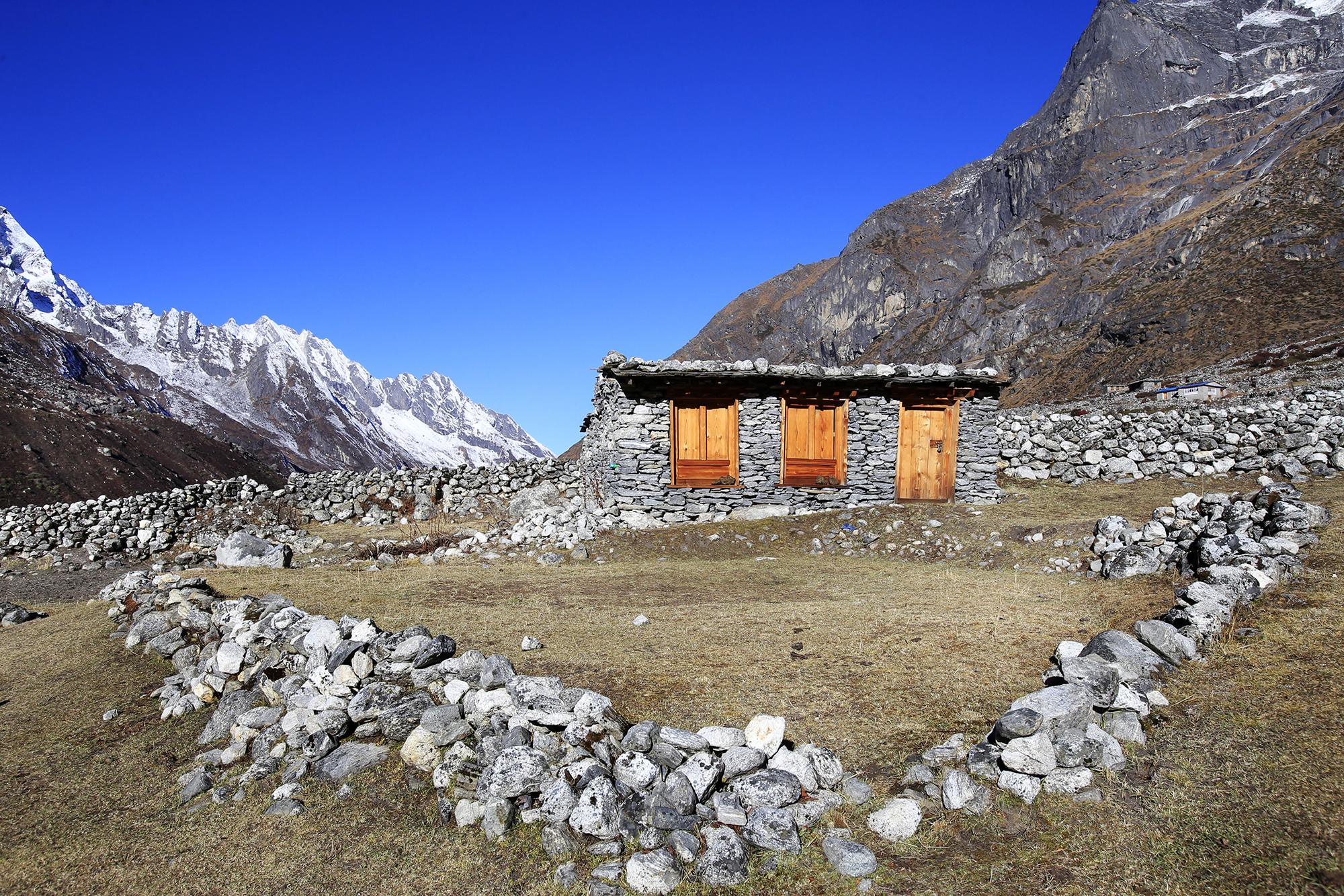 Reportage | Losan Piatti - Fotografo Italia_Nepal 2015_Mount Everest School_Casa Ricostruita